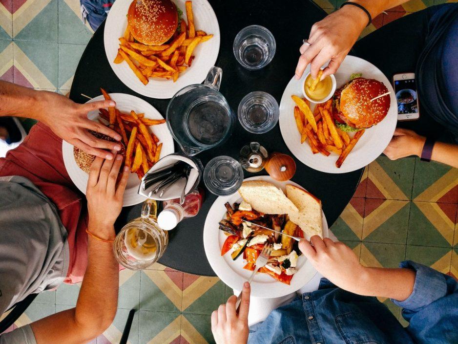 Kuidas väljas söömisele vähem kulutada, aga sõpru mitte kaotada